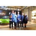 左から、ミュージシャン&作家のエミリアーノ・ペペ&ラ・ピーナさん、アウトモビリ・ランボルギーニ...