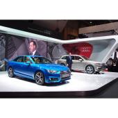アウディブースの様子。アウディ ジャパン代表取締役執行役員のアンドレ・ブラウン氏が展示車両の説明を行った。