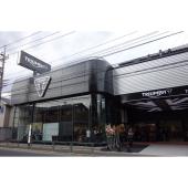 トライアンフ東京は、JR吉祥寺駅から徒歩15分ほどの五日市街道沿いにオープンした。