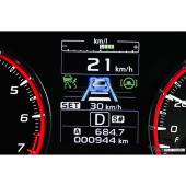 左側に「全車速追従機能付きクルーズコントロール」、右側に先「先行車追従操舵」がそれぞれグリーンで点灯させて動作中であることを表す。先行車がいる時は四角いアイコンでロックオンする