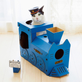 働くにゃんこ! 車掌さん気分でくつろげる つめとぎ猫機関車