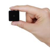 超小型、直径25mmで軽量23gのモーションセンサー付き防犯カメラ