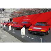 フェラーリの歴代モデルが両国国技館周辺を彩る。写真手前から「512BB」「365GTB/4デイ...