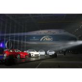 成田国際空港貨物ターミナルで行われた発表会の様子。奥に見えるのは日本向けの28台を空輸した「ボ...