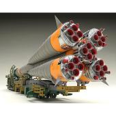 ISS打ち上げロケット&宇宙船「ソユーズ」が搬送列車とセットで1/150のプラモ化