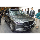 マツダブースで展示された「CX-8」。2017年12月14日に発売される。