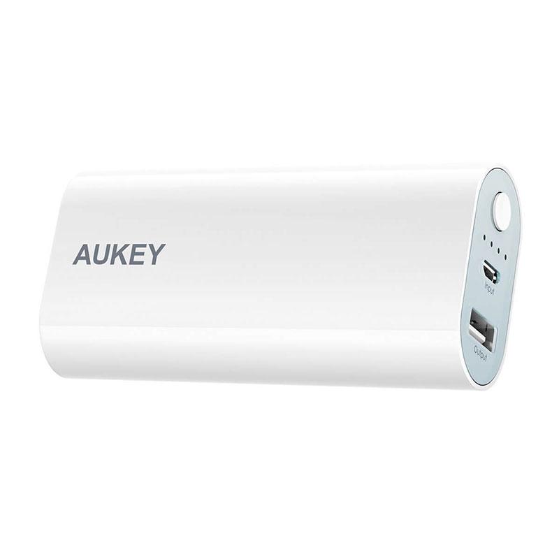 また、モバイルバッテリー本体も2.4A出力可能な充電器と、付属のUSB-Cケーブルを使用することで約8時間で本体を満充電することができる他、20100mAhの大容量なので一回  ...