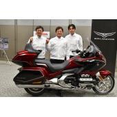 新型ゴールドウイング開発責任者の中西 豊さん(写真中央)。