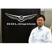 新型ゴールドウイング足まわり開発責任者、桑原直樹さん。※「桑」正しくは異体字。