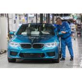 BMW M5 新型の量産第一号車がラインオフ