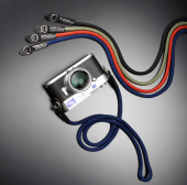 シルク製の組紐カメラストラップに新色「ネイビー」、15,120円より