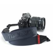 A&A、赤のイタリアンレザーが特徴的なプロユースカメラストラップ