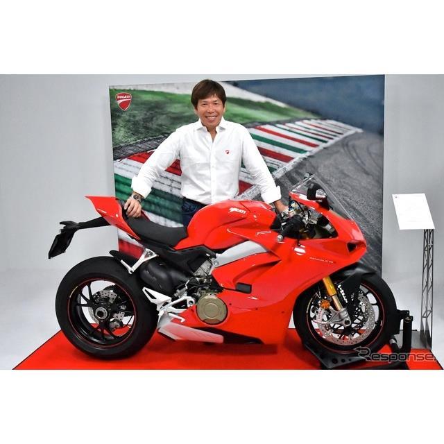 ドゥカティジャパンPR&マーケティング ダイレクター五条秀巳氏とドゥカティ パニガーレー V4
