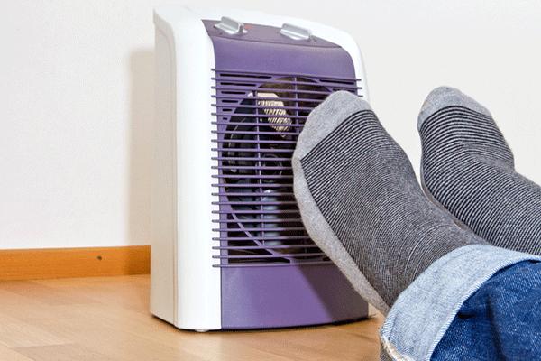ファンヒーターの電気代比較。エアコンとどっちが安い?