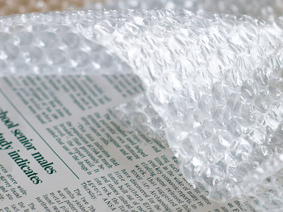 新聞紙、気泡緩衝材