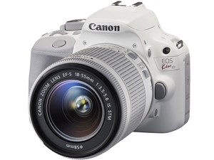EOS Kiss X7 ダブルレンズキット 2 ホワイトで統一したカメラ本体&レンズ2本・・・