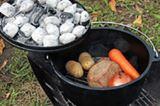 """時短で簡単な""""魔法の鍋""""! アウトドア料理がもっと楽しくなるダッチオーブンに挑戦しよう"""