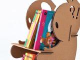 組み立てが簡単で可愛らしい、段ボール製の「子ども用本棚」