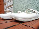 ヨガインストラクター考案。歩きながら姿勢を正す「地球靴」