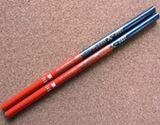 今でも現役! 1本で赤と青が使える懐かしの「赤青鉛筆」グッズ