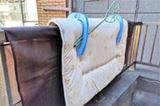 """布団を干すときは""""専用カバー""""を付けて汚れから守るべし!"""