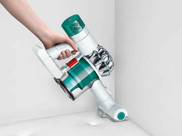 様々な場所のお掃除に : 家の中や車内、狭い隙間や届きにくい場所のお掃除に便利なコードレスクリーナーです。