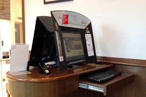 パシフィックコーヒーの店内にあるパソコン