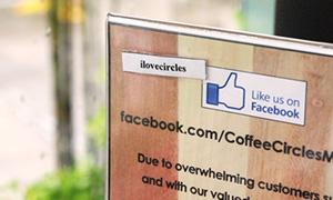 カフェのプラスチックボード