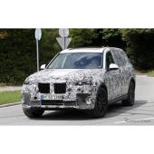 イカリングではない!BMWの最高級SUV「X7」、次世代LED灯し最終テスト
