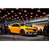 【フランクフルトモーターショー2017】ルノー メガーヌ R.S. 新型、最強「トロフィー」追加へ…300hpに強化