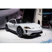 ポルシェの電動SUVに複数充電方式、15分で400km分の充電も…ジュネーブモーターショー2018