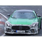 メルセデスAMG GT Rに新型か? 目立ちすぎる謎のテスト車両の正体は