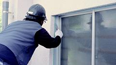 窓枠と壁のつなぎ目部分を補修