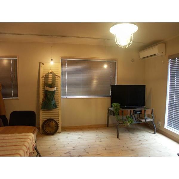 無垢フローリングと珪藻土に包まれた空間。見た目にも体にも優しいお部屋となりました。