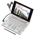[PW-AC880] 辞書やアプリケーションソフトなどを追加することができるカラー電子辞書(クリアシルバー)。価格はオープン