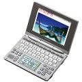 [PW-AC900] テキストメモや英単語サッと手書き入力などを備えたカラー電子辞書(100コンテンツ)。価格はオープン