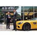 CCCマーケティング取締役会長の村口伸一氏(左)と、メルセデス・ベンツ日本 代表取締役社長兼CEOの上野金太郎氏。