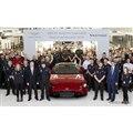新型アストンマーティン・ヴァンテージの量産第一号車が英国ゲイドンの本社工場からラインオフ