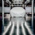 メルセデスベンツの「EQ」セダンコンセプトカーのティザーイメージ