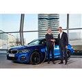 BMWグループの50万台目の電動車両となった新型3シリーズセダンのPHV「330e」