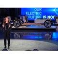 GMのメアリー・バーラ会長と次世代EV向け「アルティウム」車台