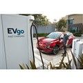 GMのシボレー・ボルト EUV と急速充電ステーション「EVgo」