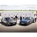 FCバイエルンミュンヘンの選手に引き渡されたアウディ e-tron GT クワトロ と RS e-tron GT