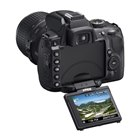 [D5000] 動画撮影機能「Dムービー」や2.7型バリアングル液晶を搭載したエントリー向けデジタル一眼レフカメラ(1230万画素)。価格はオープン