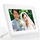 [DP-70SH] 広視野角液晶ディスプレイや明るさセンサーを採用した7型デジタルフォトフレーム。価格はオープン