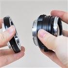 レンズにMマウントアダプターを取り付けてから、カメラボディに装着する