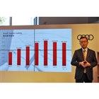 2017年の事業計画を説明する斎藤社長。「新車販売3万台」を目標に、「先進的で魅力ある製品の提供」のほか「顧客ロイヤルティーの向上」や「デジタルサービスの強化」にも取り組むと述べた。