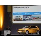 新型ゴルフについて説明するフォルクスワーゲングループジャパンのティル・シェア社長