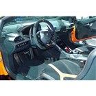 ダッシュボードやシートの表皮には、ダークカラーのアルカンターラが採用されている。