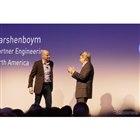 左:Google パートナー・エンジニアリング部門代表 Gene Karshenboym氏、右:パナソニック・ノースアメリカCEO、Tom Gebhardt氏(CES 2018)